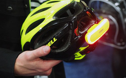 [CES 2018] Đây là đèn xi nhan thông minh dành cho dân đi xe đạp, có khả năng gọi người thân nếu bạn gặp tai nạn