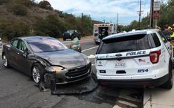 Chế độ tự lái của Tesla Model S lại gây tai nạn, lần này đâm thẳng vào... xe cảnh sát