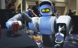 """[CES 2018] Robot """"ô sin"""" này có thể vào tủ lạnh mang bia ra cho bạn uống"""