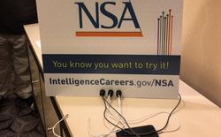 NSA dựng trạm sạc điện thoại ngay tại hội chợ hacker, mời chào mọi người dùng thử