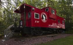 Anh chàng này biến một toa xe lửa cũ thành một căn nhà nhỏ sang trọng tuyệt đẹp