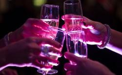 Tại sao mọi người thích uống sâm panh để ăn mừng năm mới