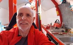 """Cụ """"già gân"""" 71 tuổi tự chế một cái thùng gỗ khổng lồ, một mình lênh đênh vượt Đại Tây Dương bằng dòng biển"""