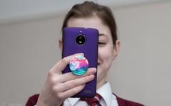 Các chuyên gia sức khỏe của Anh cho rằng dùng điện thoại không hẳn là có hại cho trẻ nhỏ, nhưng...
