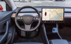 Tính năng triệu hồi thông minh của xe Tesla liên tục gặp phải những lỗi ngớ ngẩn