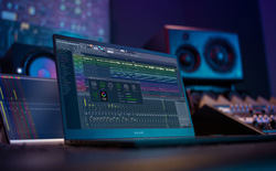 Razer ra mắt Blade 15 Studio Edition: Màn hình OLED 15,6 inch 4K, chip Core i7-9750H, VGA Quadro RTX 5000 16GB, giá 4.000 USD