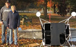 Đang chăn ngựa, cặp vợ chồng Mỹ tá hỏa khi phát hiện vệ tinh selfie của Samsung rơi ngay sau sân nhà mình