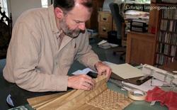[Việt hóa] Nhà vật lý NASA bỏ việc ở tuổi 40 để theo đuổi gấp giấy Origami và những tác phẩm của ông có thể thay đổi ngành vũ trụ