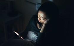 Tại sao điện thoại màn hình OLED có thể khiến bạn bị mỏi mắt, đau đầu?