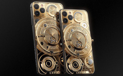 """Quên Vertu đi, đây mới là điện thoại cho người """"sinh ra ở vạch đích"""": Đính nửa kg vàng, 137 viên kim cương, giá 1,65 tỷ đồng"""