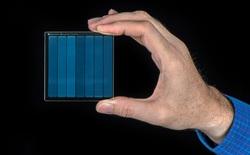 Microsoft lưu trữ thành công bộ phim Superman vào một miếng kính, mở ra cánh cửa tương lai cho ngành bảo quản dữ liệu