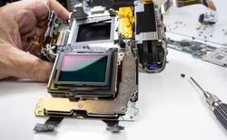 """""""Mổ bụng"""" máy ảnh Sony a7R IV: Nâng cấp đáng kể về mọi mặt"""