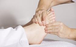 Những dấu hiệu ở bàn chân nói gì về tình trạng sức khỏe của bạn?