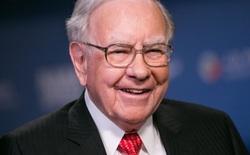 """Warren Buffett từng cố """"gạ"""" Bill Gates bỏ 370 triệu đô la mua nhẫn đính hôn từ công ty bán trang sức của ông"""