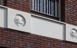 Tòa nhà độc đáo được trang trí ngoại thất bằng 22 biểu tượng emoji tại Hà Lan