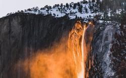 Mỹ: Hiện tượng thác lửa-băng kỳ lạ khiến người dân kéo tới chụp ảnh bất chấp nguy hiểm