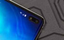 Tất cả phiên bản Galaxy S10 đều được dán sẵn tấm bảo vệ màn hình, mua ngoài giá gần 700.000 đồng