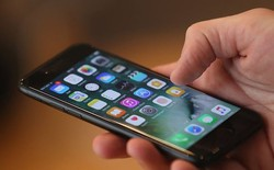 """Thiếu niên 13 tuổi bị bắt sau khi tiết lộ với Siri rằng mình sẽ """"nổ súng trong trường học"""""""