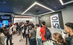 Ngay ngày mở bán, Galaxy S10 đã trở thành chiếc điện thoại bán chạy nhất trong lịch sử 10 năm Galaxy S tại Việt Nam