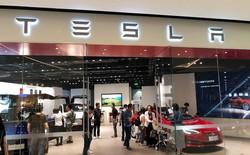 Tesla bất ngờ đổi ý, sẽ không đóng cửa các showroom nhưng tăng giá bán xe thêm 3% trên toàn cầu