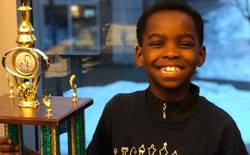 Mới học chơi cờ từ năm ngoái nhưng cậu nhóc 8 tuổi vô gia cư này đã là nhà vô địch cờ vua New York