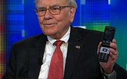 Sở hữu đến 45 tỷ USD cổ phiếu Apple, nhưng Warren Buffett lại đang dùng chiếc Samsung 20 USD thay vì iPhone
