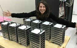 """Đây là Katie Bouman, cô gái đã dùng thuật toán """"chụp"""" lại cho ta ảnh hố đen đầu tiên trong lịch sử"""