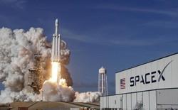 Lần đầu tiên SpaceX thu hồi thành công cả 3 lõi đẩy cho tên lửa Falcon Heavy