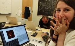 """Nhiều cư dân mạng """"tỏ vẻ hiểu biết"""" công kích cô gái viết nên thuật toán lọc ghép dữ liệu cho tấm ảnh hố đen"""