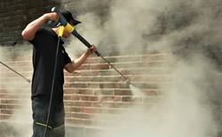 Steam Cleaning - công nghệ dùng để làm sạch tường Đại Nội Huế cho thấy sức mạnh của nước có thể lớn đến mức nào