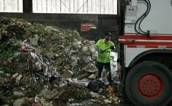 Nhiều người Mỹ kiếm sống bằng iPad, máy pha cà phê, quần áo nguyên tem tag trong thùng rác của những gia đình tỷ phú