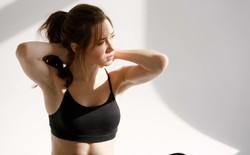 Bài tập đơn giản giúp dân văn phòng giảm đau vai-gáy chỉ trong 5 phút