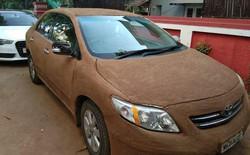 Ấn Độ: Bắt quả tang xe hơi được bọc kín bằng phân bò cho nó mát