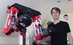 Nhà khoa học điên tự chế robot đấm mình ra bã