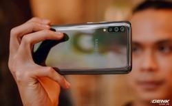 Trên tay Galaxy A70: Giá 9.29 triệu mà vẫn có 3 camera, vân tay âm màn, pin 4500mAh, sạc 25W nhanh hơn cả S10+