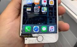 iPhone rơi vỡ tan tành đến nỗi mất hẳn một góc nhưng vẫn chạy bình thường