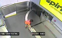 Cưỡi trên băng chuyền hành lý để du hý sân bay, bé trai 2 tuổi nhận cái kết nhớ đời