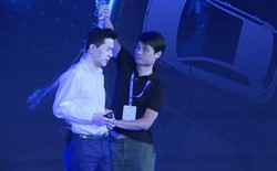 Người đàn ông lạ mặt đổ nước lên đầu CEO Robin Li đã bị bắt, bác bỏ nghi vấn Baidu dàn dựng để PR