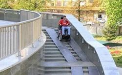 Những kiến trúc sư thiết kế đường dốc này chắc chắn chưa bao giờ tận mắt nhìn thấy xe lăn