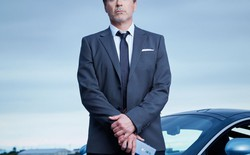 """""""Iron Man"""" Robert Downey Jr. dùng Huawei P30 Pro để quảng cáo cho OnePlus"""