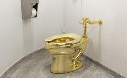 Bồn cầu bằng vàng bị đánh cắp ngay trong phòng trưng bày