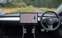 Cận cảnh nội thất và hệ thống thông tin giải trí trên Tesla Model 3
