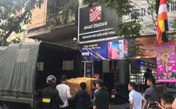 Nóng: Sau khi thu giữ nhiều thùng giấy tại cửa hàng Nhật Cường mobile, Công an phong tỏa chung cư Golden Westlake để tiếp tục khám xét