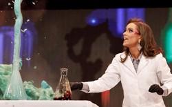 Bằng thí nghiệm hóa học trong phần thi tài năng, dược sĩ 24 tuổi giành vương miện hoa hậu