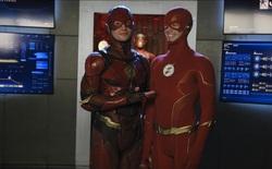 'The Flash' Ezra Miller bất ngờ xuất hiện trong Crisis on Infinite Earths, kết nối DCEU và Arrowverse
