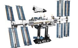 Đây là bộ Lego Trạm vũ trụ quốc tế: dù rất chi tiết nhưng cũng mong manh dễ vỡ chẳng khác gì hàng thật