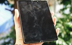 Dùng Galaxy Fold không dán màn hình: Chiếc máy của tôi xước ra sao?
