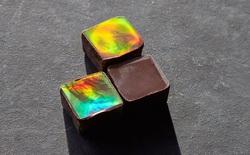 Tặng người yêu socola màu truyền thống đã lỗi thời rồi, vì thứ socola làm từ vàng này sẽ có màu cầu vồng