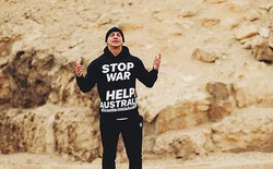 Trèo lên đỉnh Kim tự tháp Ai Cập với mục đích kêu gọi thiện nguyện, Youtuber nổi tiếng bất ngờ bị bắt giam