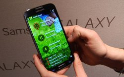 """Galaxy S4 và quá trình """"bài trừ Google"""" của Samsung"""